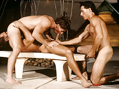 Resort guest Alex Kincaid takes a three-way sex crack cage of love !