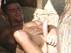 Super sexy solo scene with a horny stud on the beach !
